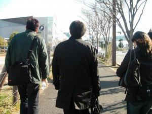 次の朝、徒歩でテレポート駅へ移動